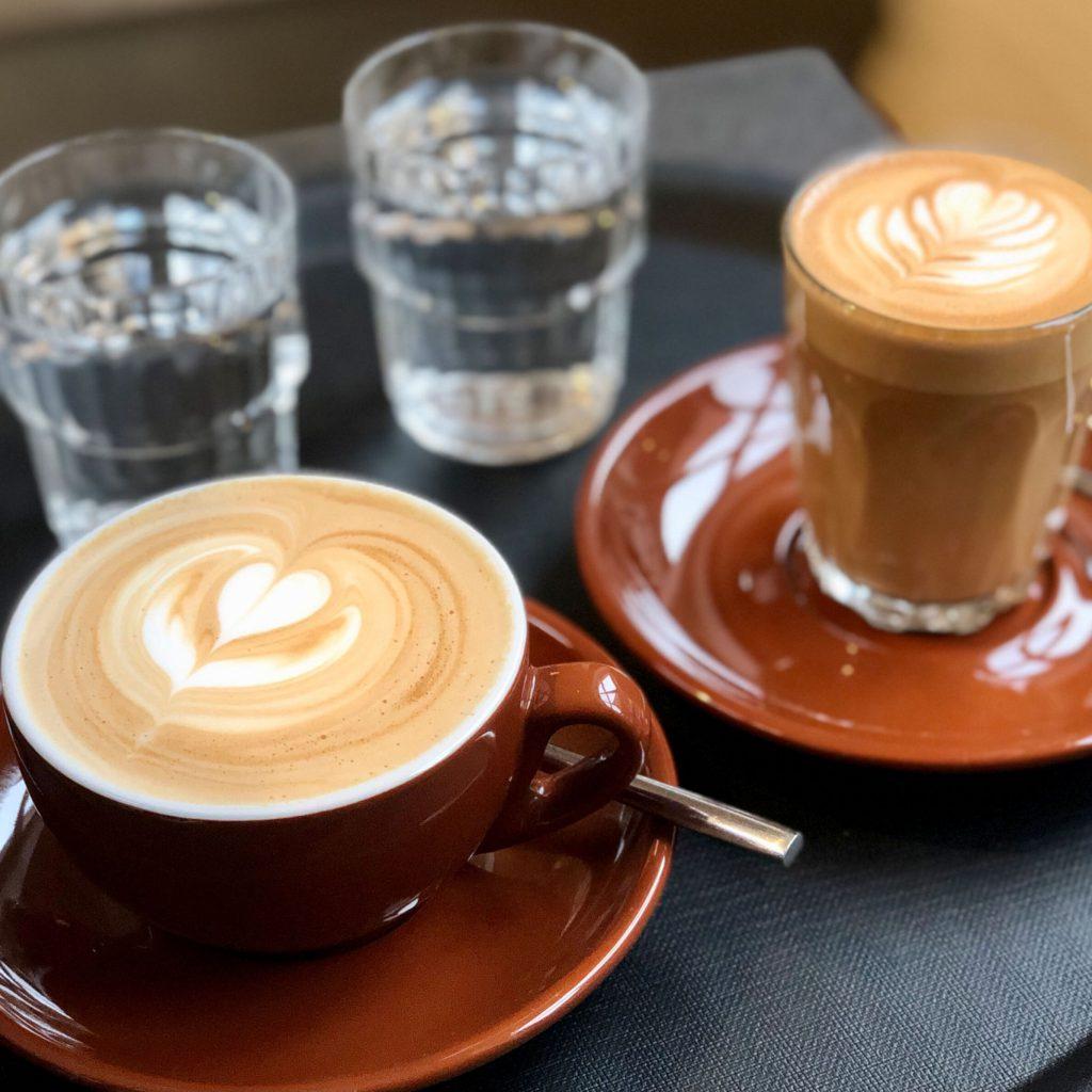 Kaffee-und-Cappucchino